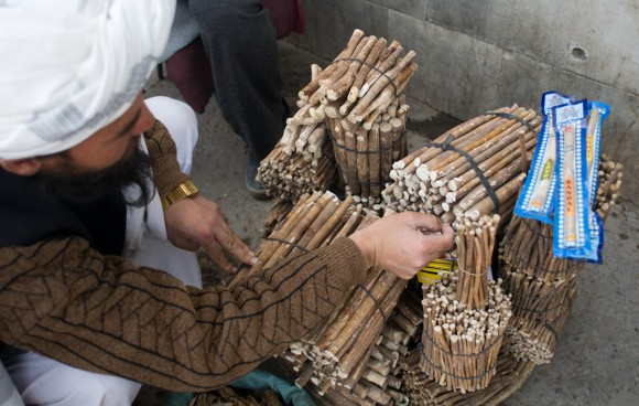 Kabul: Mirowak tooth cleaning sticks